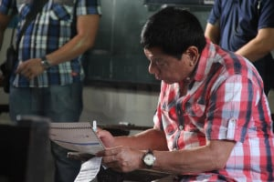 <span>Presidential candidate Rodrigo Duterte casts his vote at the Daniel Aguinaldo National High School in Matina, Davao City, May 9, 2016.</span>