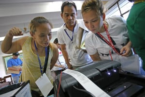 <span>Poll watchers scrutinize the vote tally at Maximo Estrella Elementary School in Makati City. </span>